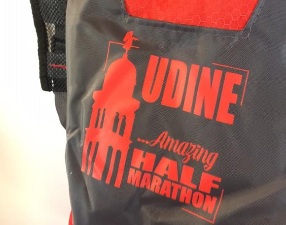 zainetto da trail running personalizzato con un disegno esclusivo dedicato alla città di Udine